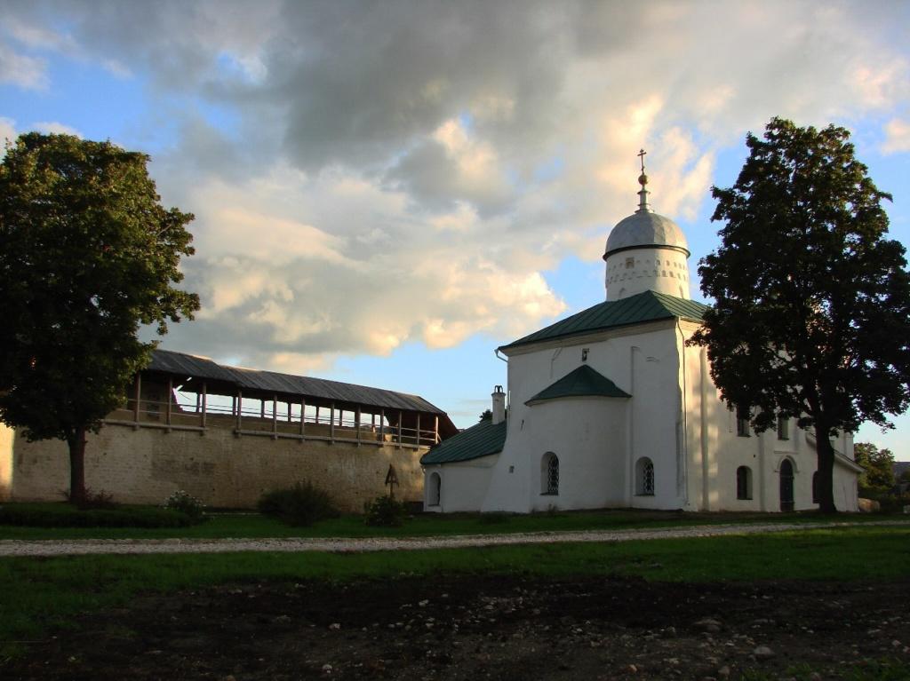 Никольский собор для Изборска – то же самое, что Пресвятая Троица для Пскова или Святая София для Великого Новгорода.
