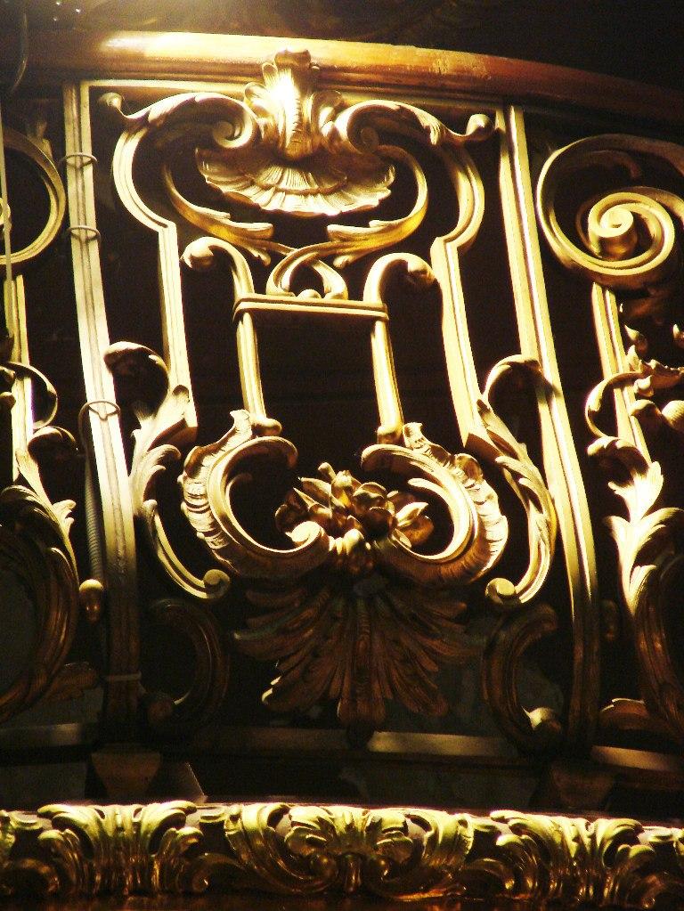 Особняк Половцова на Большой Морской улице, дом 52. БРОНЗОВЫЙ ЗАЛ. Арх. М. Е. Месмахер. 1888-92 годы. Позолоченный декор решетки балконного ограждения.