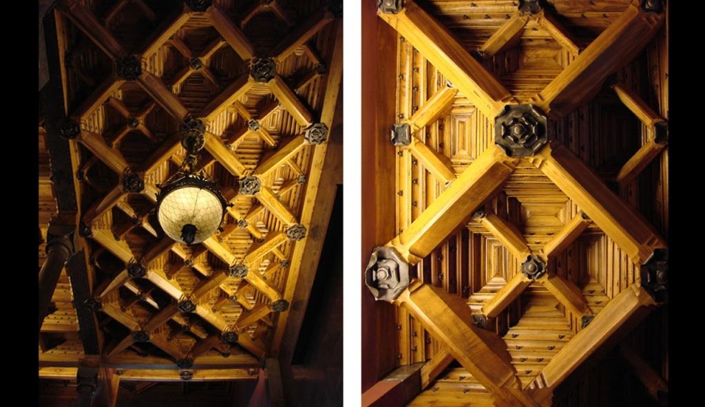 """Дворец Гуэля. Потолок """"лестничной клетки"""", в которой, делая крутые повороты, движется Пространство с уровня Антресольного этажа на уровень Бельэтажа."""