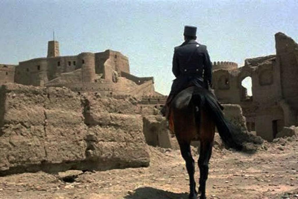 Первое впечатление, произведенное Крепостью на младшего лейтенанта Джованни Дрого - еще такого молодого, наивного, простого...
