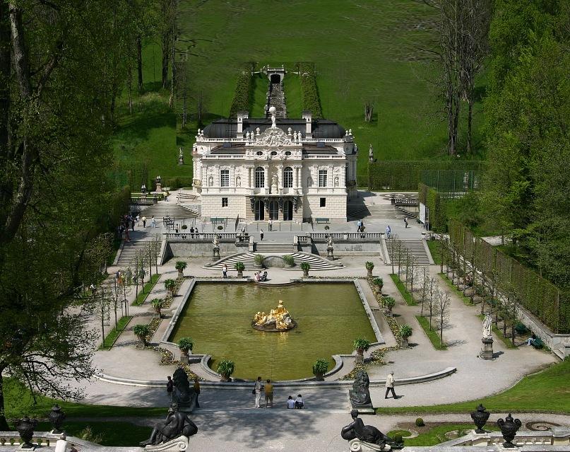 Замок Линдерхоф - единственный замок короля Людвига II, полностью достроенный при его жизни. Расположен в ложбине долины Грасвангталь в 20 км от замка Нойшванштайн.