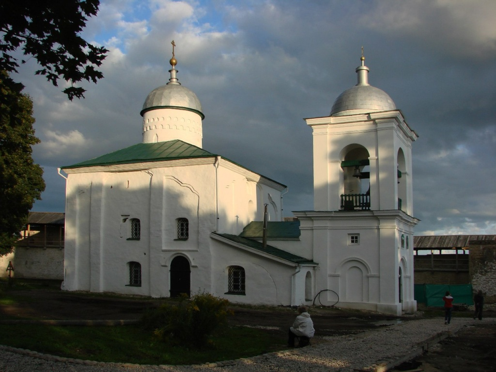 Древний Никольский собор с колокольней, построенной при Николае I.