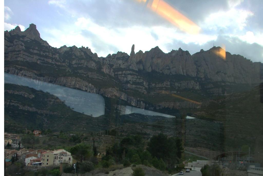 Железнодорожный спуск с горы Монтсеррат в долину...