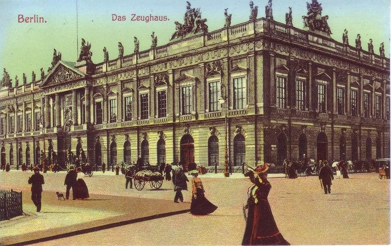 Берлинский Цейхгауз[1] (нем. Zeughaus, произносится «цойгхаус») был построен в качестве арсенала на знаменитом бульваре Унтер-ден-Линден и является его старейшим зданием.