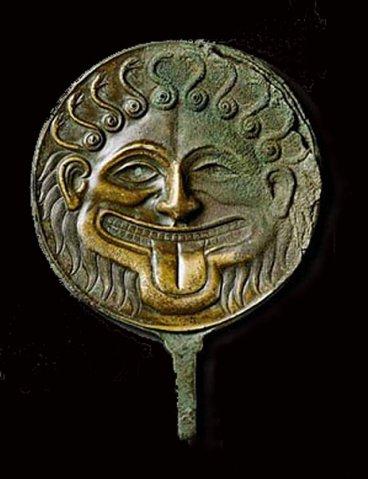 Зеркало с горгонейоном (амулетом). Предмет античного искусства.