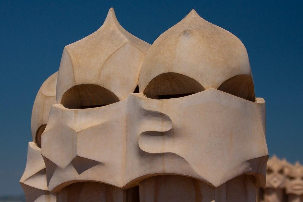 """Каса Мила. """"Сад скульптур"""" на крыше Дома."""