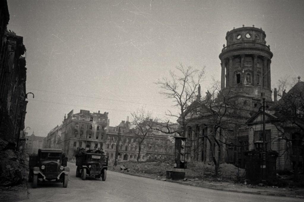 Площадь Жандармери. Состояние на 1945 год.