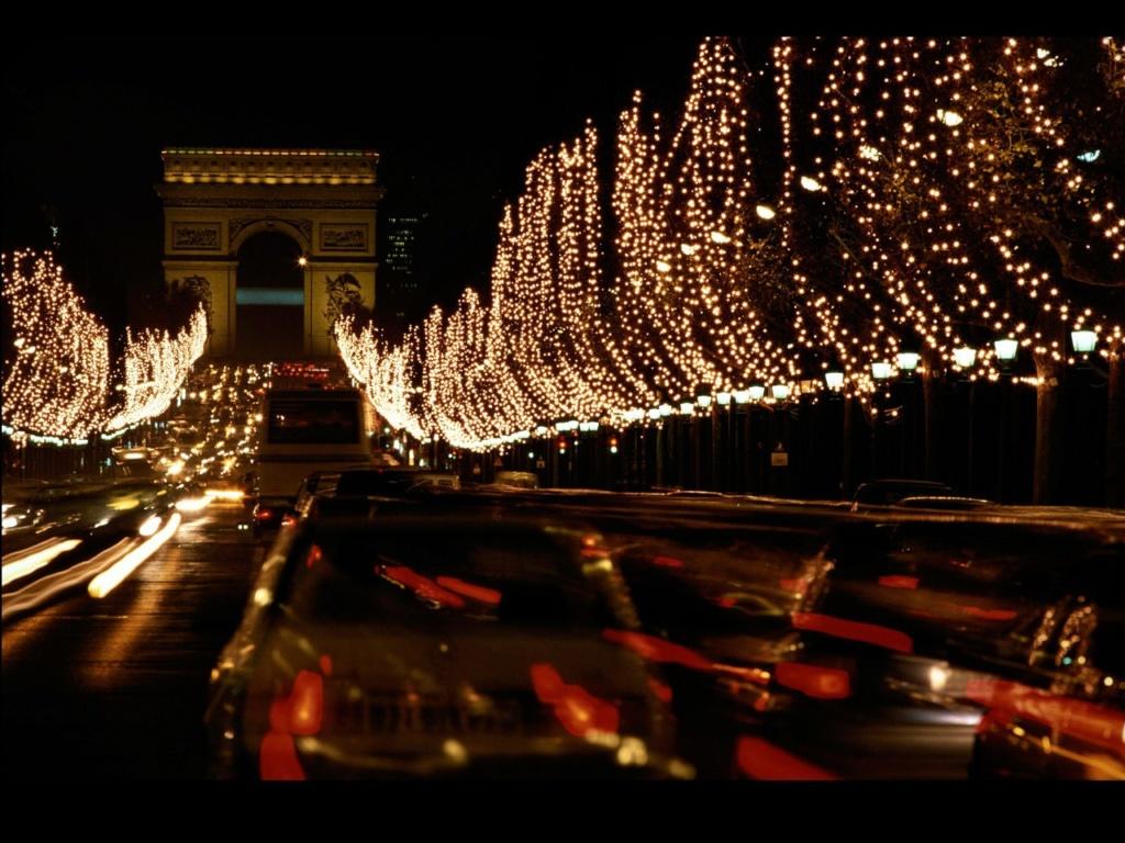 Елисейские поля, ведущие к Триумфальной арке на площади Звезды, в праздничном убранстве, здесь - новогоднем. Спасибо Марине, что сама того, возможно, и не подозревая, позволила мне высказаться по столь важному вопросу.