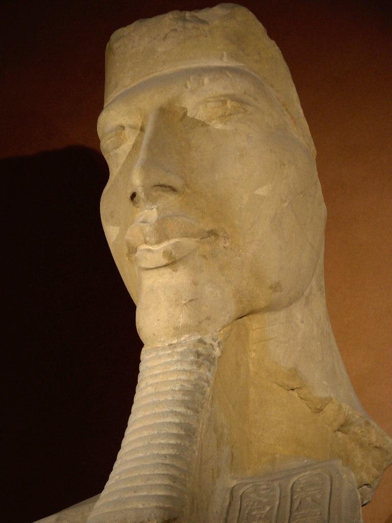 Аменхотеп IV - Эхнатон (1375 — 1336 годы до н. э.), Правил Египтом 17 лет в 1353 — 1336 годы до н. э..