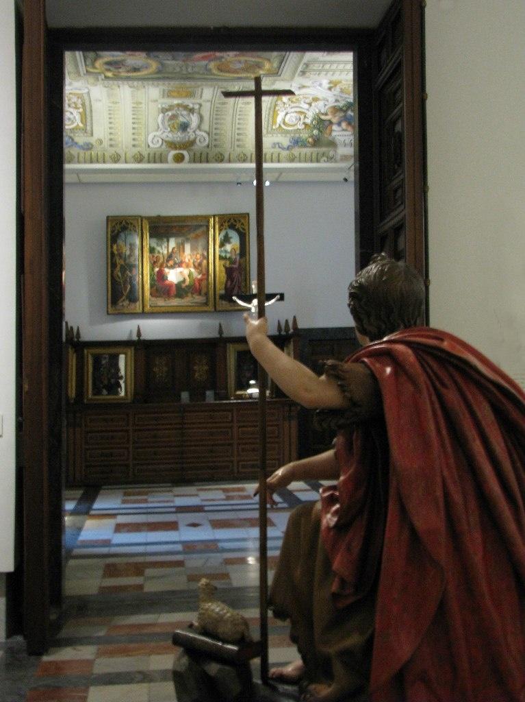 Толедский собор. Вход в еще одно помещение ризницы. На первом плане фигура сидящего Иоанна Крестителя.