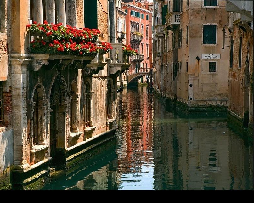 """Венецианские """"недра"""" во всей своей """"мавританской"""" красе. А может быть """"византийской"""", или """"европейской""""? Все может быть там, где царит """"архитектурный беспредел""""."""