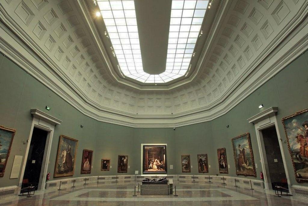 """Музей Прадо в Мадриде. Зал Веласкеса, где выставлена картина """"Менины"""". Редчайший случай, когда перед закрытием музея в зале посетителей нет. Я одна и мне видно..."""