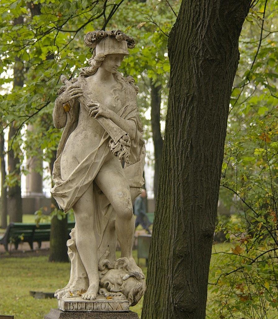 Петербург. Летний сад (до реконструкции). Статуя Беллона.  А.Тальяпьетра. Италия. Нач. XVIII в. Мрамор.