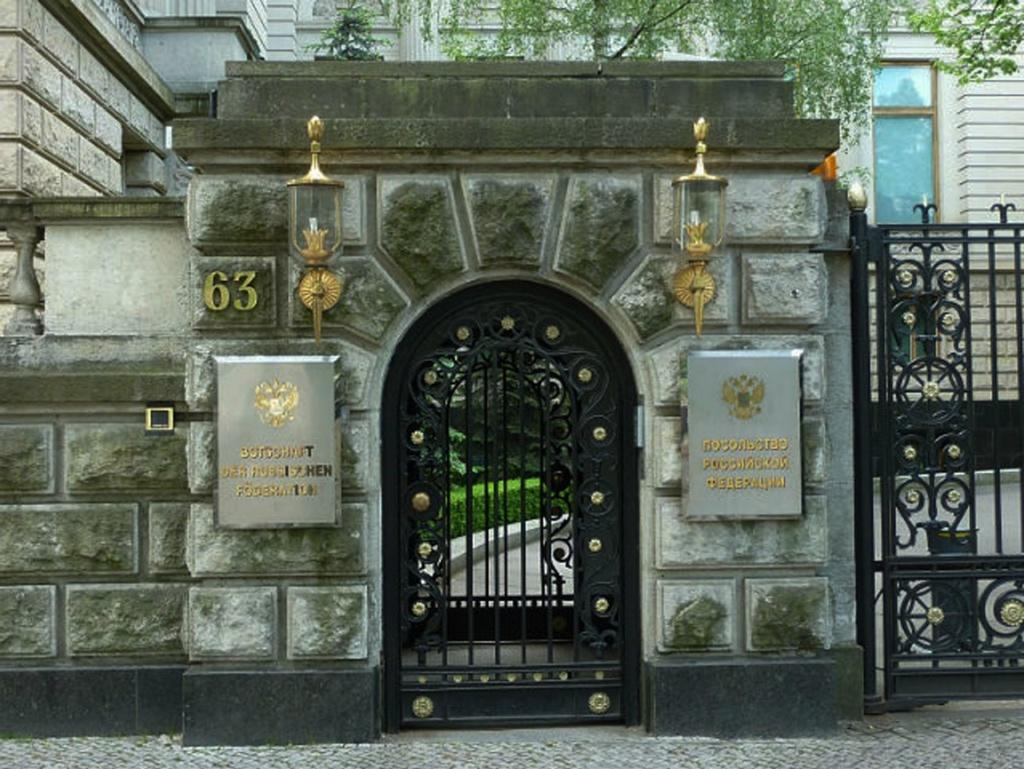 Здание Советского, ныне – Российского Посольства в Германии. Проект был выполнен архитектором Анатолием Стрижевским.