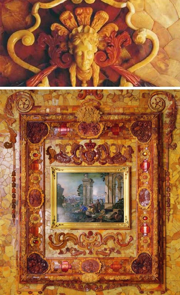 Янтарная комната. Панель среднего яруса с богато декорированной янтарной рамой на таком же фоне  и аллегорической картиной, выполненной в технике  флорентийской мозаики.