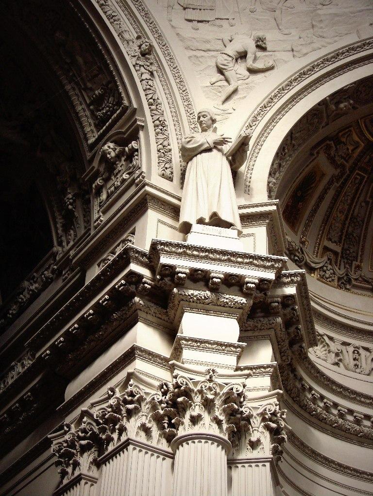 Берлинский Кафедральный собор или Главная протестантская церковь Германии. Построен в 1894 - 1905 годы. Автор - Юлиус Рашдорфф Оформление пилонов, несущих подпружные арки купола.