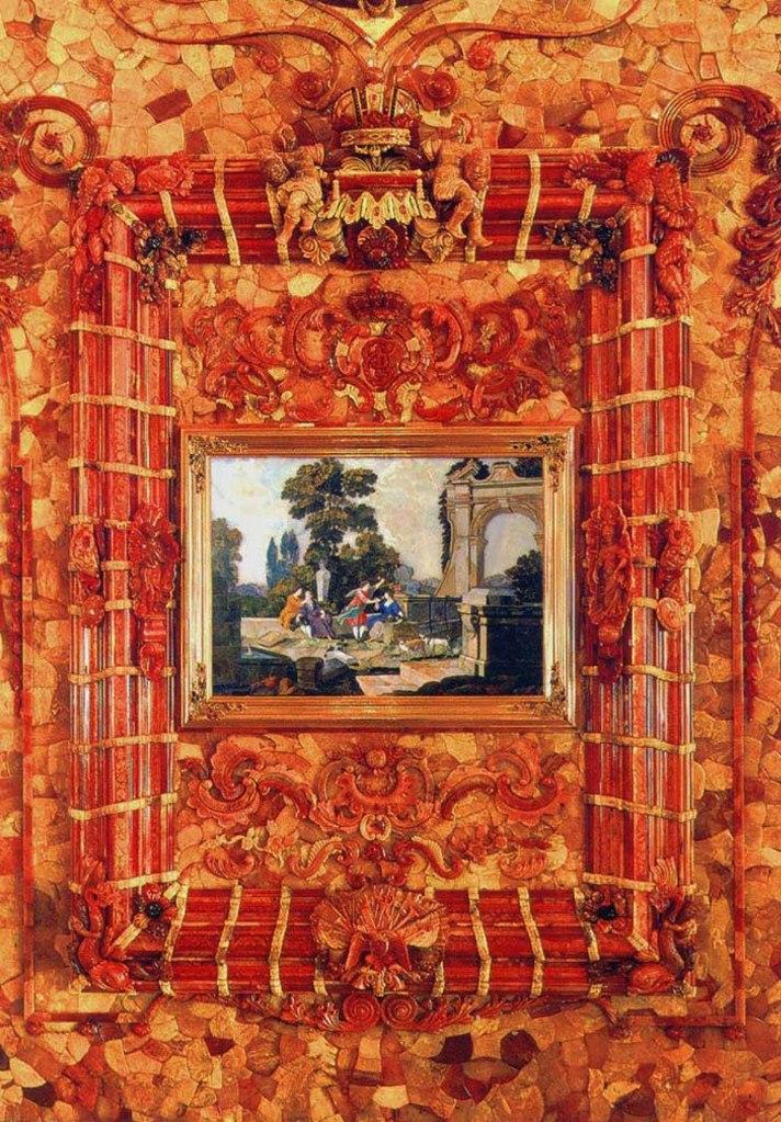 Янтарная комната. Фрагменты.  Рама с Российским гербом в центре нижнего обвода -  двуглавый орел с щитом на груди с изображением Георгия Победоносца (позднее будут показаны крупные детали).