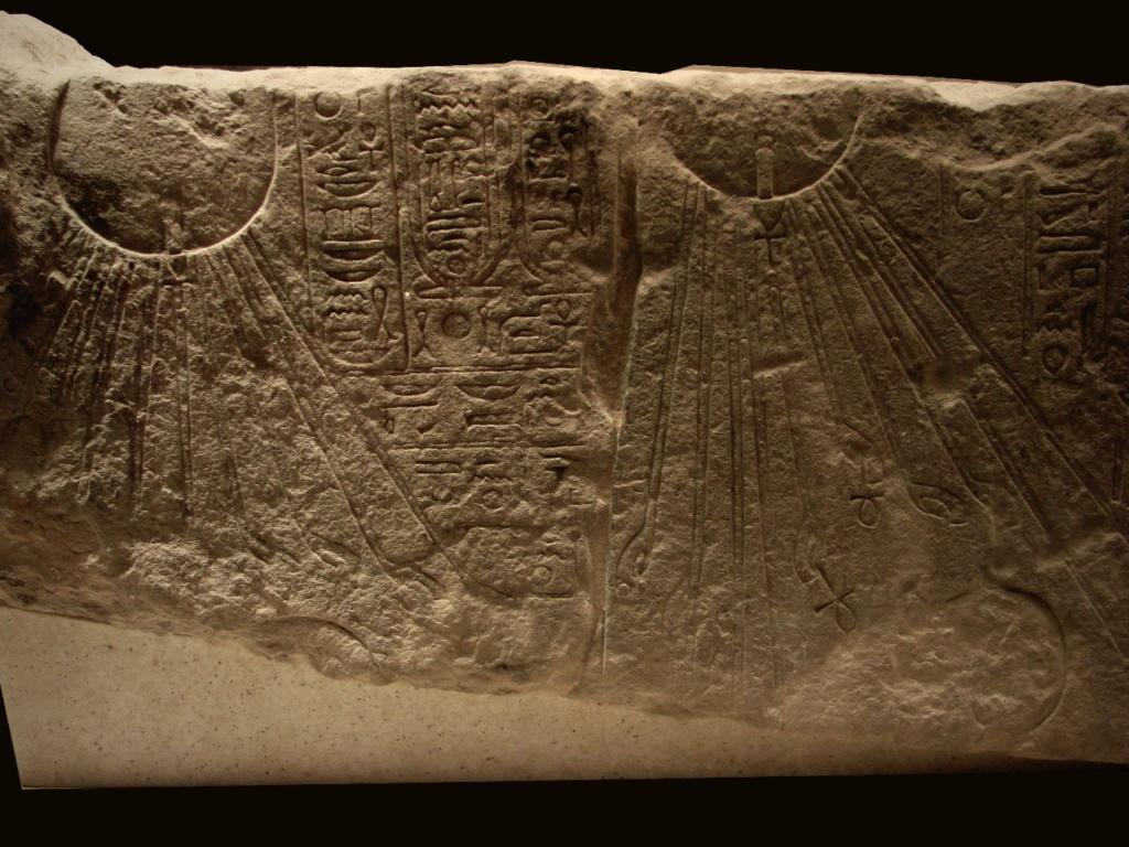 Рельеф, на котором представлен культ Эхнатона.- фараона Древнего Египта (1375—1336 гг. до н. э.), правившего приблизительно в 1353 — 1336 годы до н. э., из XVIII династии, выдающийся политик, знаменитый религиозный реформатор...