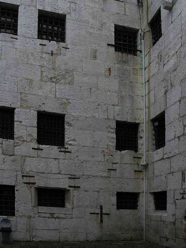 Венеция. Тюрьма Карчери. Тюремный двор - хозяйственный. Образец полной безнадежности...