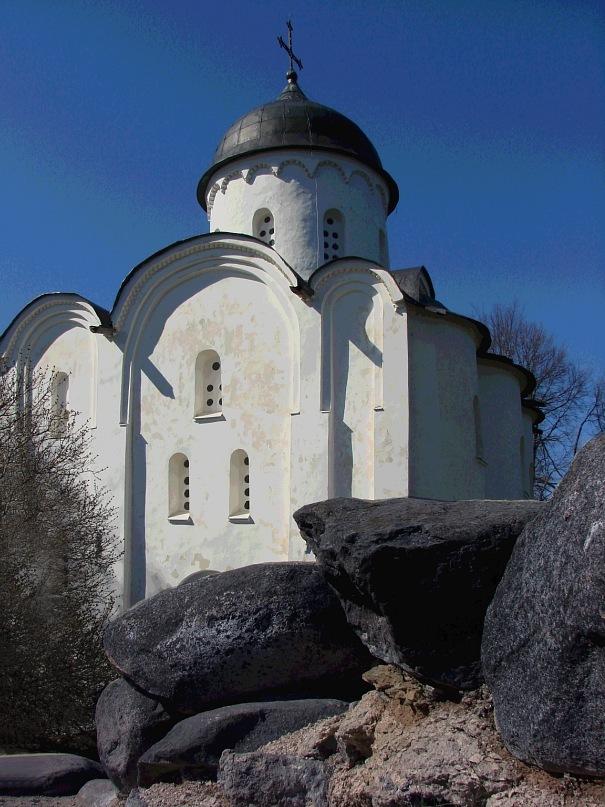 Собор Св. Георгия. Южный фасад. Возведен в 1164 году в честь победы над шведами