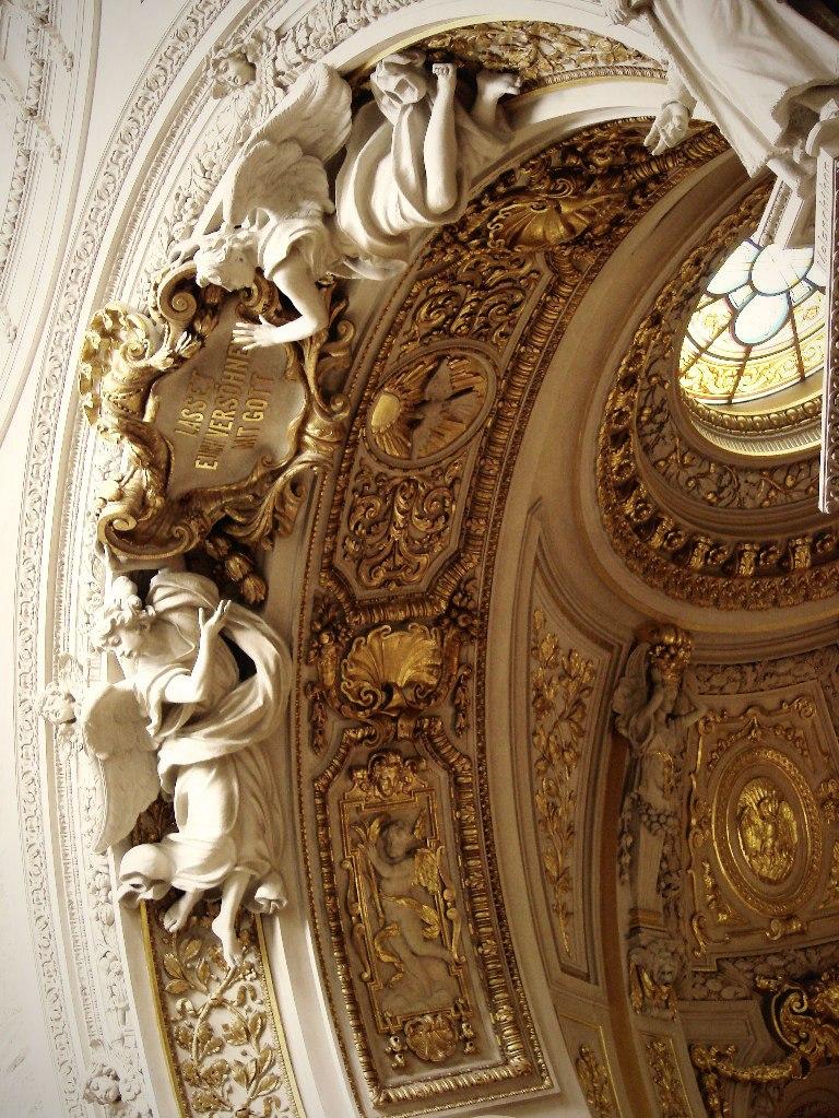Берлинский Кафедральный собор.  Построен в 1894 - 1905 годы. Автор проекта - Юлиус Рашдорфф. Оформление подпружных арок, несущих барабан купола.