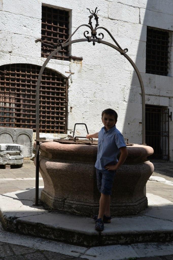 Венеция. Тюрьма Карчери. Колодец с питьевой водой... в барочном стиле.