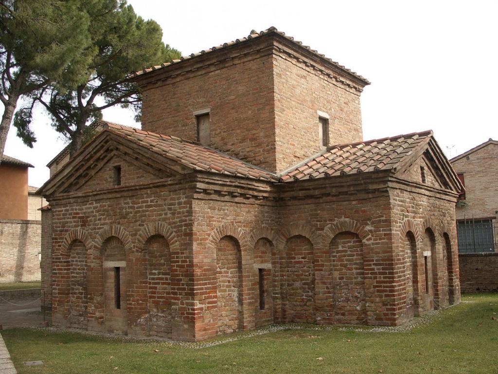 Мавзолей Галлы Плацидии, дочери императора Феодосия Великого – одна из главных достопримечательностей Равенны, построенная во второй половине V века. Мавзолей в 1996-м году включен  в список объектов Всемирного Культурного Наследия ЮНЕСКО.