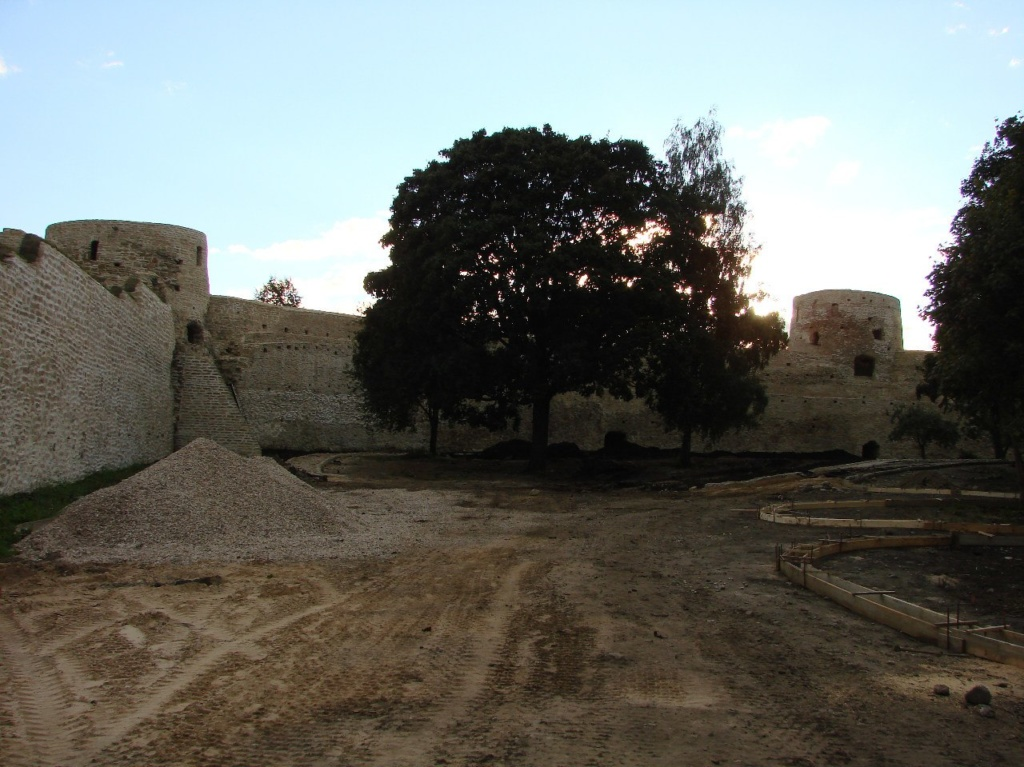 Крепостной двор...