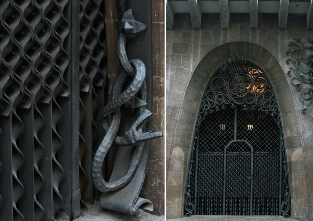 """Дворец Гуэля. Главный фасад, выходящий на узкую улицу Nou de la Rambla. Левый портал (с монограммой """"Э"""" - Эусебио) с фиксированной ажурной частью и подвижной. В основании параболической арки - ниспадающие змеи, свивающиеся в узел."""