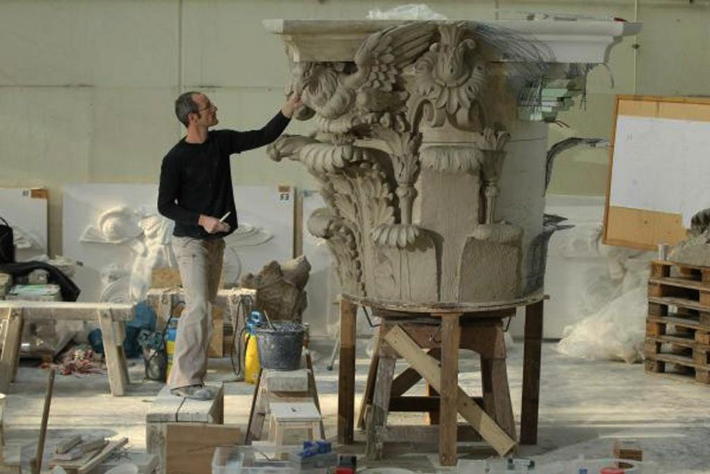 Подготовка к реконструкции-реставрации Шлютерова дворца по сохранившимся архитектурным обломам, очень редким, довоенным фотографиям и современным логическим выводам.