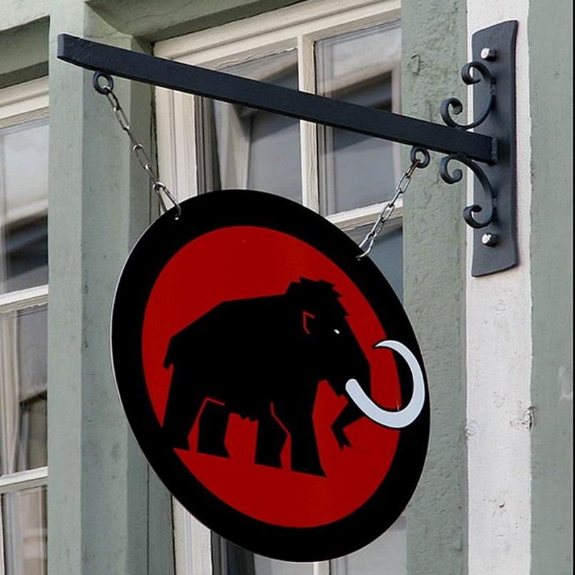 """На """"Арт-Базеле"""" все есть, даже мамонты, что везде вымерли, а здесь живы. Можно сказать, что Базель - их родина, как Россия - """"родина белых слонов"""""""