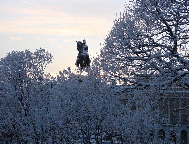 Памятник Николаю I. Арх. О. Монферран. Ск. П. К. Клодт. 1859. Мариинский дворец. Арх. А. И. Штакеншнейдер. 1844.