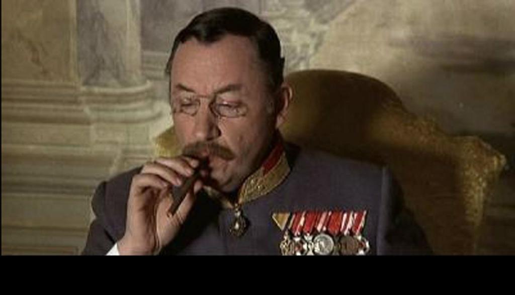 ПРЕДСТАВЛЯЮ ОФИЦЕРОВ ГАРНИЗОНА, ПРИСОЕДИНИВ К НИМ ГЕНЕРАЛА.. Генерал Конрад- Филипп Нуаре.