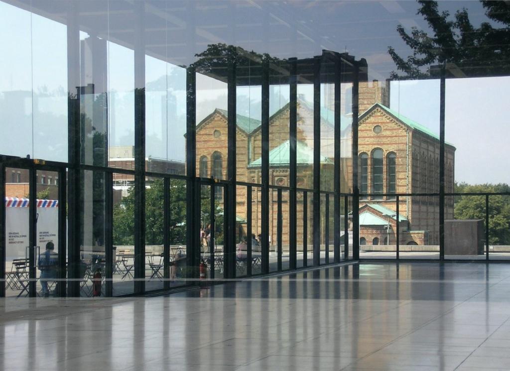 Новая национальная галерея (нем. Neue Nationalgalerie) — художественный музей в Берлине в составе Государственных музеев Берлина, посвящённый искусству XX в. Мис ван дер Роэ.