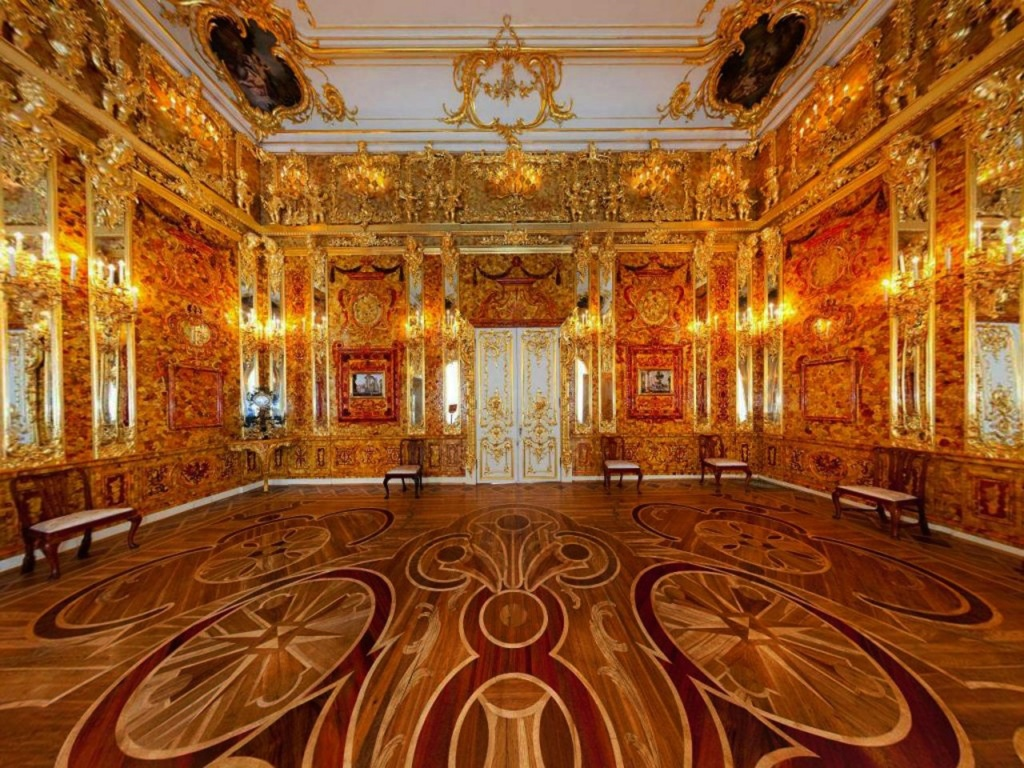 """Янтарная комната, восстановленная русскими мастерами. Так называемое, """"девятое чудо света""""."""