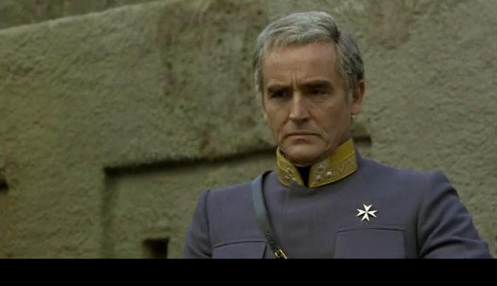 ПРЕДСТАВЛЯЮ ОФИЦЕРОВ ГАРНИЗОНА, СТОЯЩЕГО В КРЕПОСТИ БАСТИАНИ... Полковник граф Филимор, он же комендант крепости - Витторио Гассман.