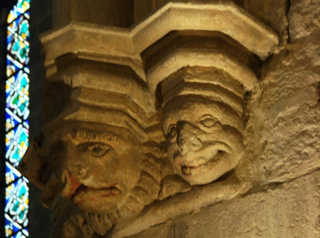 Интерьер собора Санта-Мария-дель-Мар. Импосты - профилированные архитектурные детали, служащая опорой для пяты арки-нервюры. Фото М. Бреслав.