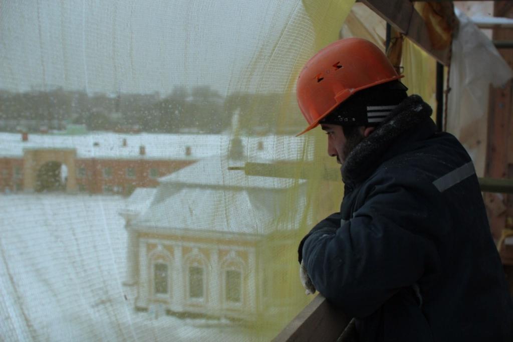 """Декабрь на дворе... Внизу - Петров """"Ботный дом""""."""