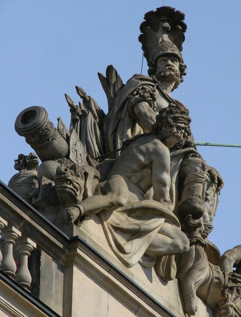 Арх. Андреас Шлютер. Здание Берлинского арсенала, обильно декорированного во славу Его. На аттике с балюстрадой - скульптура воинского содержания..