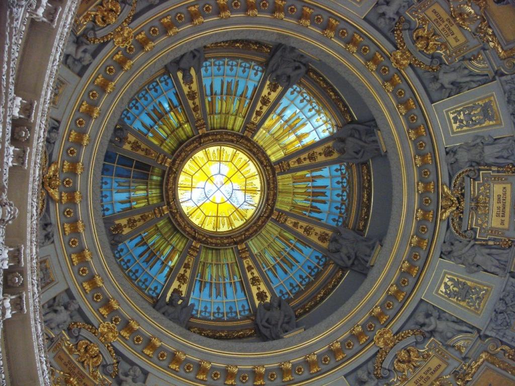 Берлинский Кафедральный собор или Главная протестантская церковь Германии. Построен в 1894 - 1905 годы. Автор - Ю. Рашдорфф. Купол.