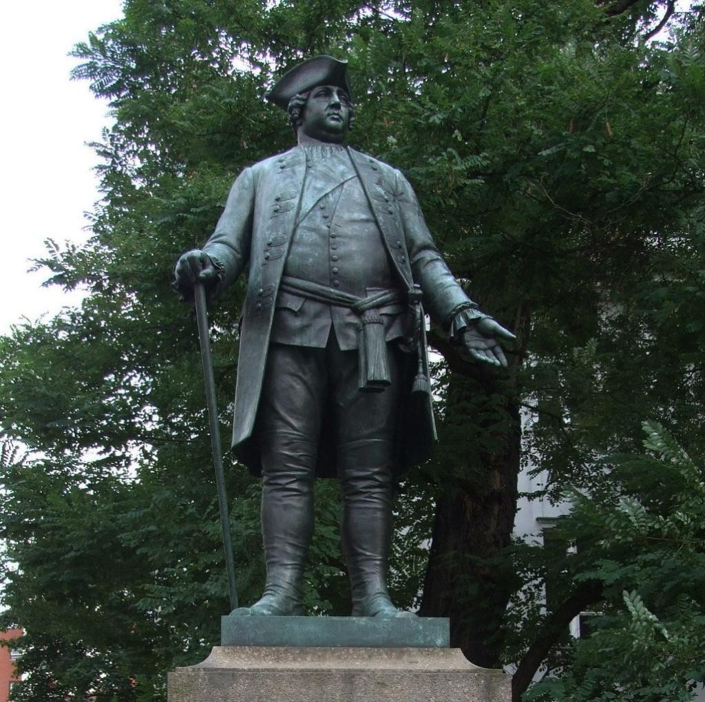 Памятник Фридриху Вильгельму I (атрибуции найти не удалось, сходство со 2 королем Пруссии неопровержимое).