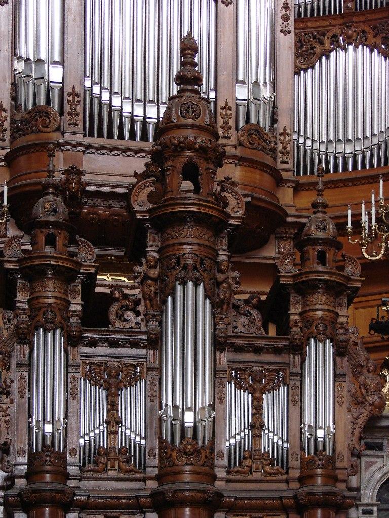 Берлинский Кафедральный собор или Главная протестантская церковь Германии. Построен в 1894 - 1905 годы. Большой орган создан известным немецким органным мастером Вильгельмом Зауэром в 1905 г. Он имеет 7269 труб, 113 регистров, 4 мануала и педаль.