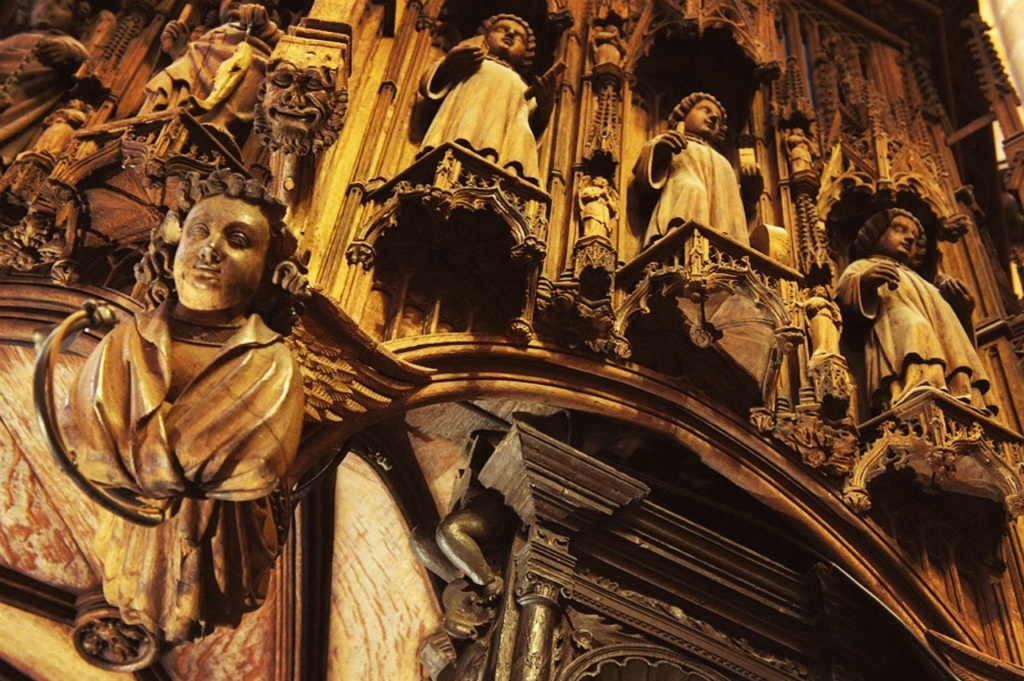 Кафедральный собор Барселоны. Фрагмент декора епископской кафедры - работа Са-Англады.