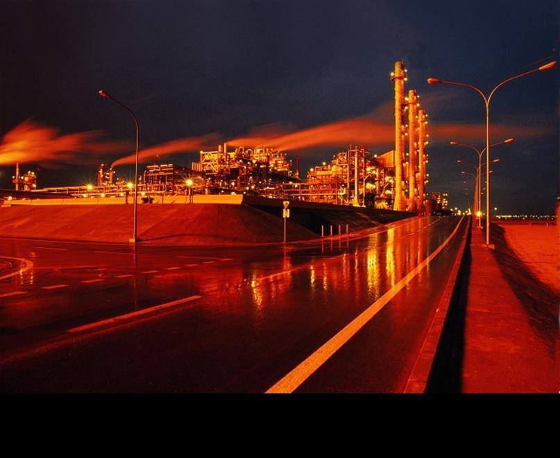 Новая жизнь Эль-Кувета - столицы города-государства. Индустриальный пейзаж...