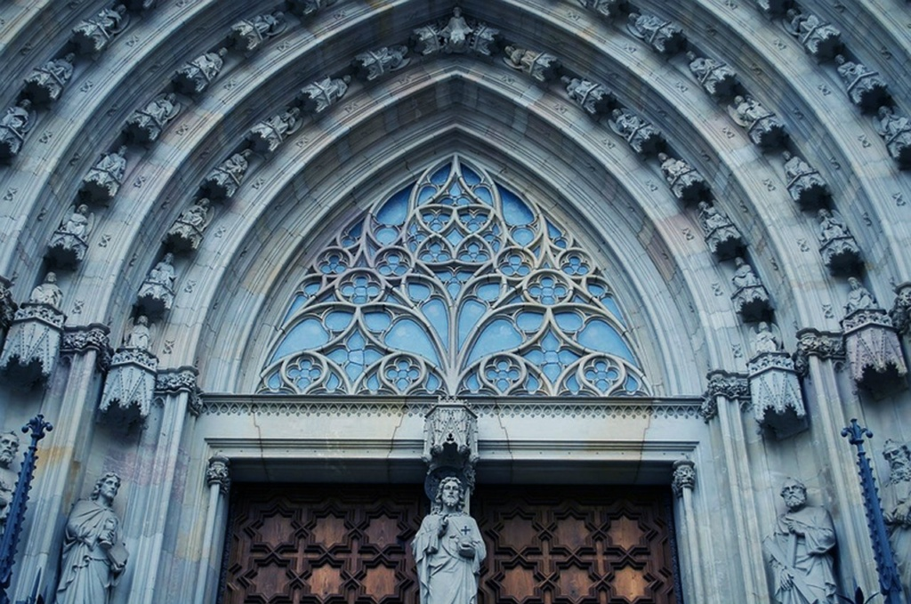 Барселона. Кафедральный собор Святого Креста и Святой Евлалии. Центральный портал...