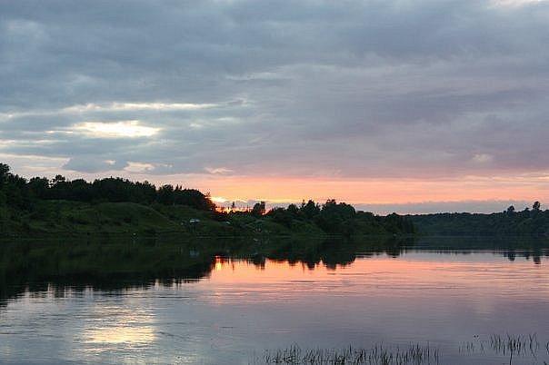 Вид с Волхова на курганы. Там - позади - озеро Ладога, что Море...