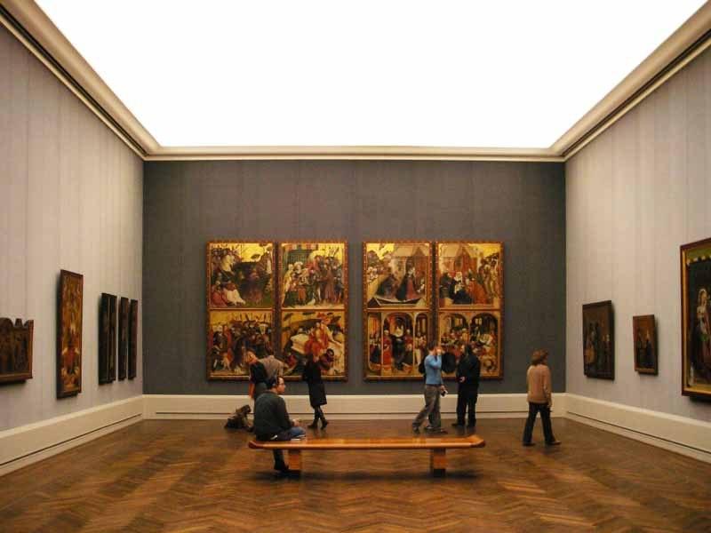 """Первый по ходу движения экспозиционный зал называется """"медитационным"""". Из-за него мы пришли в Галерею еще раз, не посмотрев другого. Здесь представлены картины немецких мастеров X[[[ и XIV веков. Они - другие в сравнении с русской иконописью."""