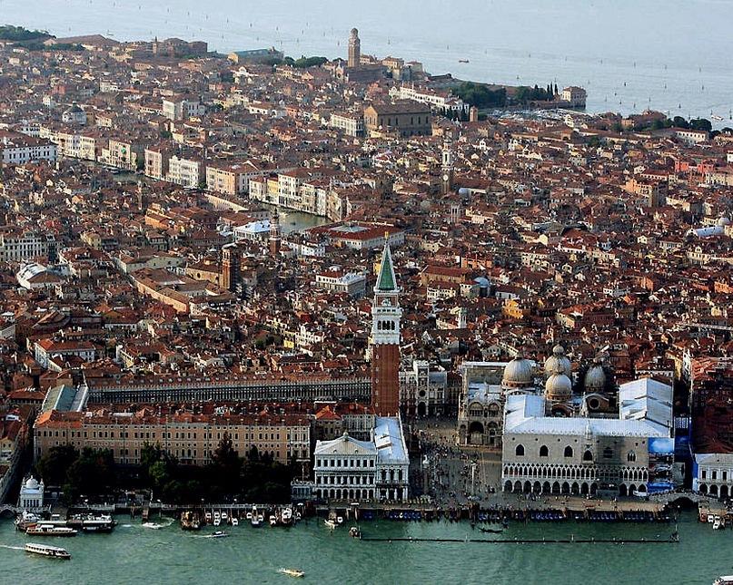 Потрясающий вид на Венецию с высоты птичьего полета...