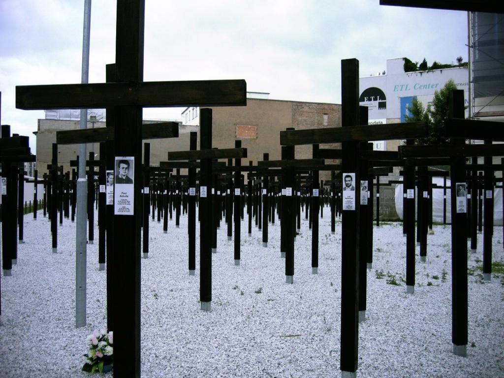 Мемориал в память о жертвах Стены.
