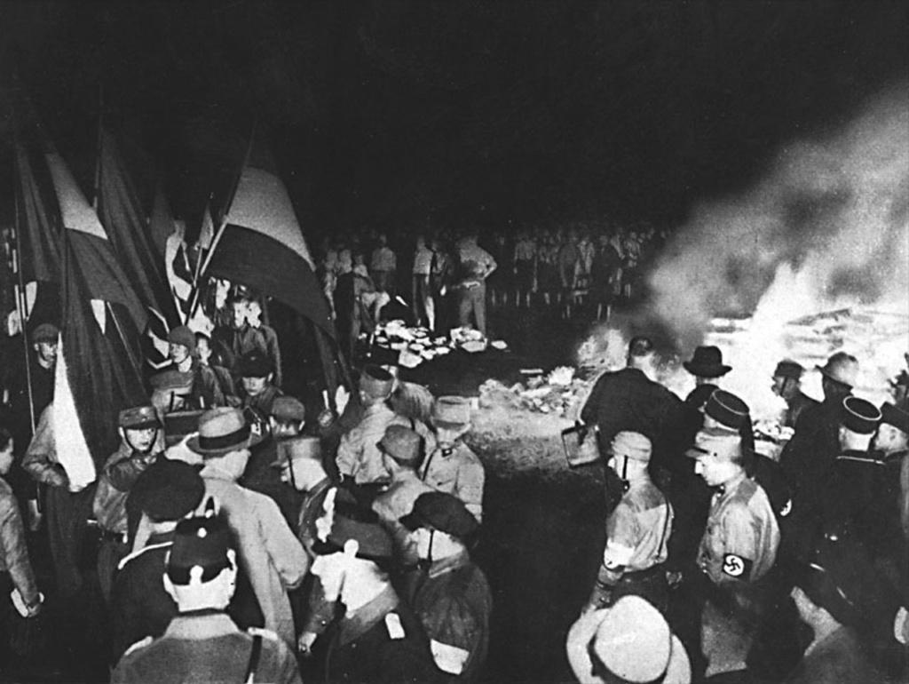 """Бебельплац. Сжигание книг 10 мая 1933 года или """"очищение немецкого духа огнем""""..."""